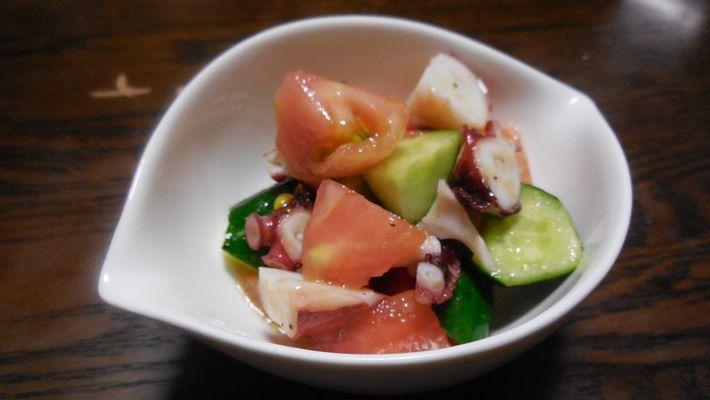 トマトとタコときゅうりのサラダ